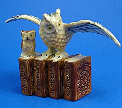 K4192b Owls on Zodiac Books (Image1)