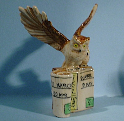 K4192f Owl on Zodiac Books (Image1)