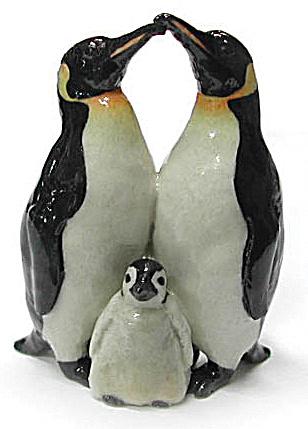R077 Penguin Family (Image1)