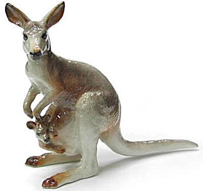 R194 Grey Kangaroo (Image1)