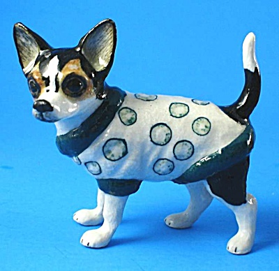 L506 Dressed Up Chihuahua (Circles)