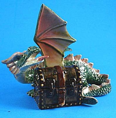 L518 Dragon with Treasure Box (Image1)