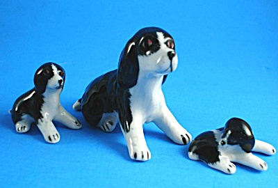 Spaniel with Two Puppies (Image1)