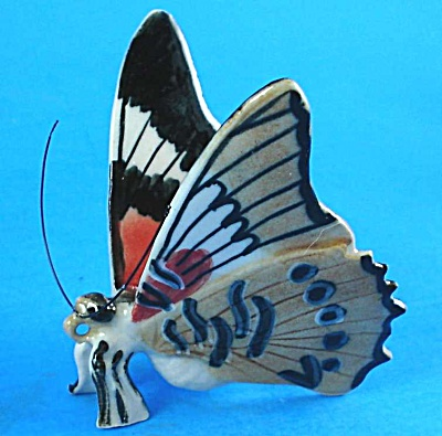 K893 Black/Red/Tan Butterfly (Image1)