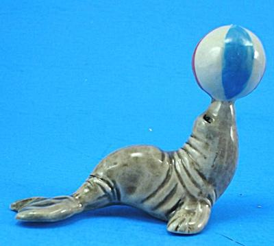E3481 Sea Lion with Ball (Image1)