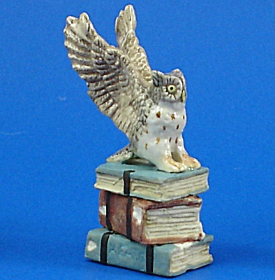 K482 Owl On Antique Style Books