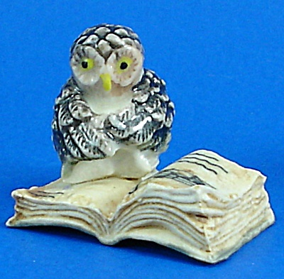 K482 Owl on Antique Style Book (Image1)