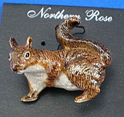 Northern Rose Porcelain Red Squirrel Pin (Image1)