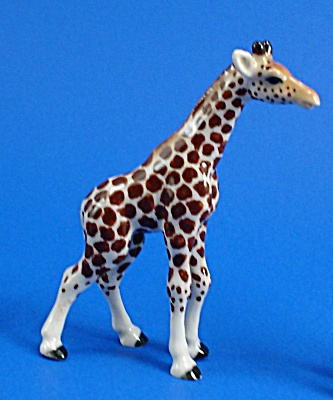 R295a Giraffe Baby, Walking (Image1)