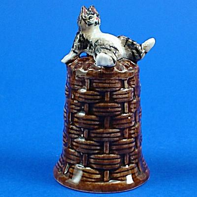 K4161 Cat on Basket Thimble (Image1)
