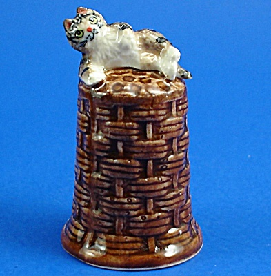 K4161 Cat On Basket Thimble