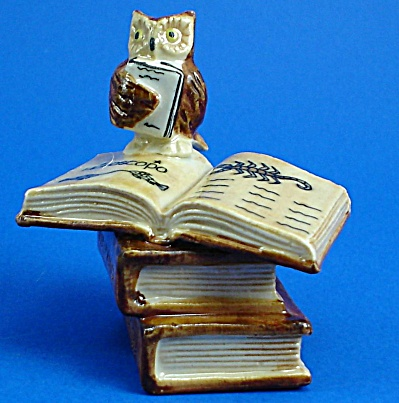 K4192 Owl On Zodiac Books