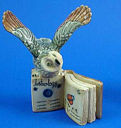 K4191 Owl On Zodiac Book