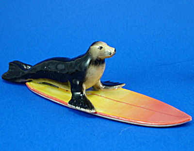 R065r Surfing Sea Lion