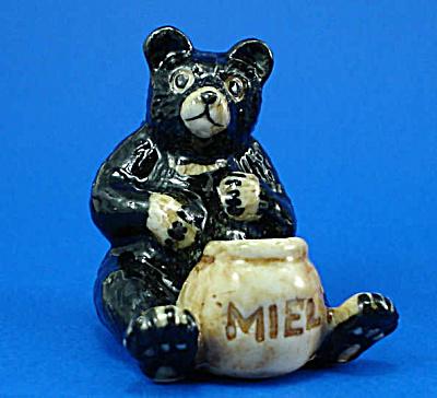 K0081 Bear with Honeypot (Image1)