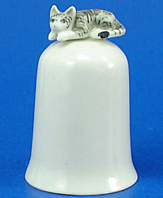 K495 Tiny Cat On Thimble