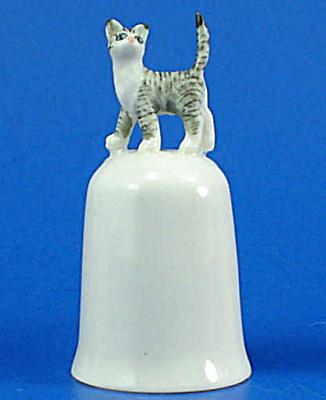 K495 Tiny Cat on Thimble (Image1)