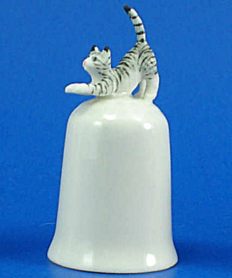 K495 Tiny Cat on Thimble (Image1)