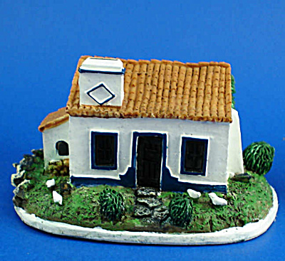 Miniature Resin House (Image1)