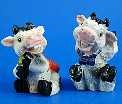 Resin Cow Pair