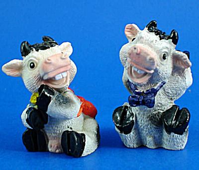 Resin Cow Pair (Image1)