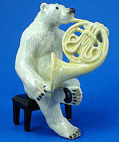 K6752 Polar Bear With French Horn