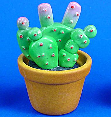 Dollhouse Miniature Ceramic Cactus (Image1)