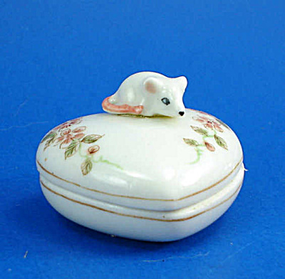 K644 Tiny Mouse On Heart Trinket Box