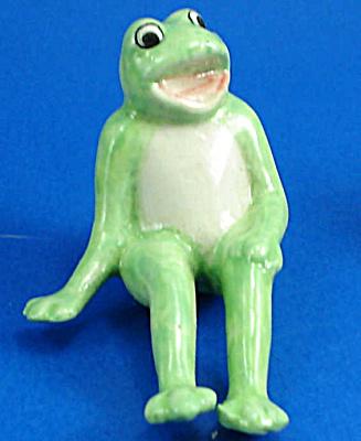 K999 Shelf Sitter Frog (Image1)