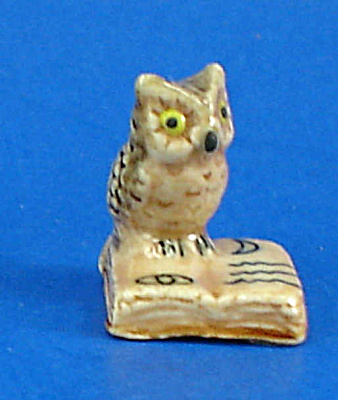 K999 Tiny Owl On Book