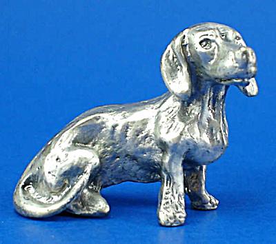 T112 Miniature Metal Sitting Dachshund (Image1)