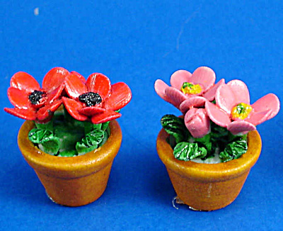 Dollhouse Miniature Flowers in Clay Pot (Image1)