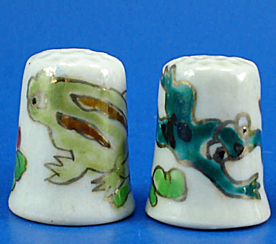 Hand Painted Porcelain Thimble Pair - Frogs (Image1)