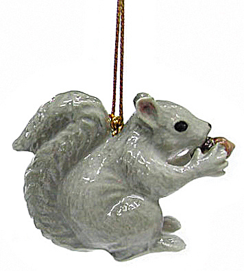 R179r Grey Squirrel Ornament (Image1)