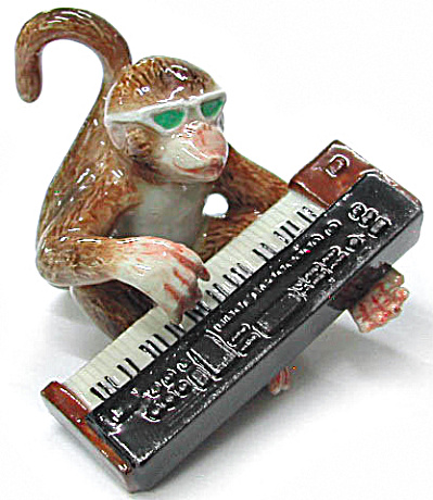 Mb017 Monkey With Keyboard