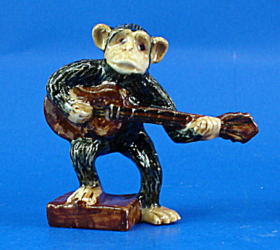 K0051 Chimp With Guitar