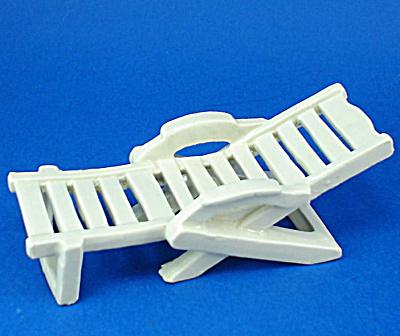 Porcelain Miniature Recliner (Image1)