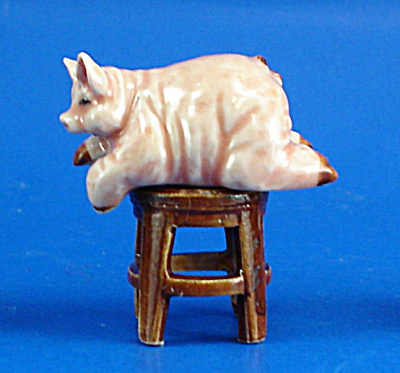 K2081 Fat Pig On Stool
