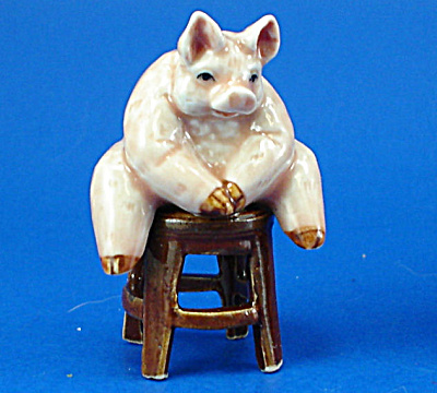 K2081 Fat Pig on Stool (Image1)