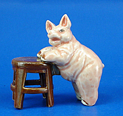 K2081 Fat Pig on Stool (Image1)