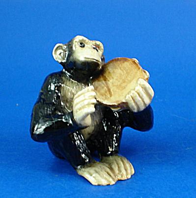 K6725 Chimp with Tambourine (Image1)