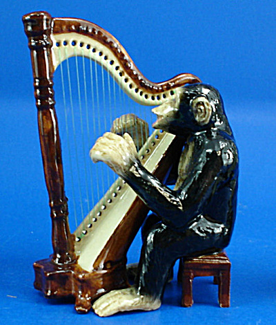 K6722 Chimp with Harp (Image1)
