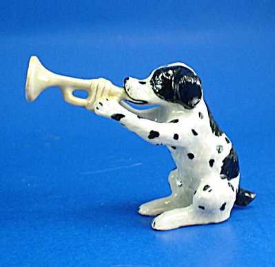 K1447 Dog With Trumpet