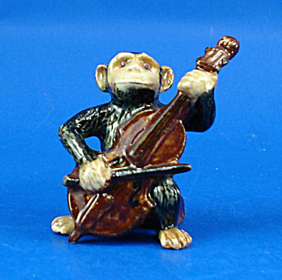K0051 Chimp with Bass Fiddle (Image1)