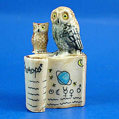 K419 Owls With Zodiac Books