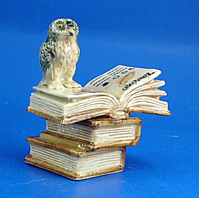K419 Owl With Zodiac Books