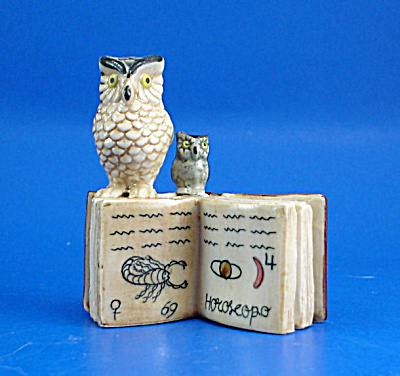 K419 Owls With Zodiac Book