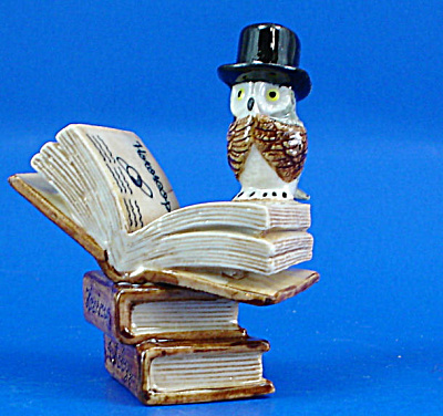 K419 Owl with Zodiac Books (Image1)