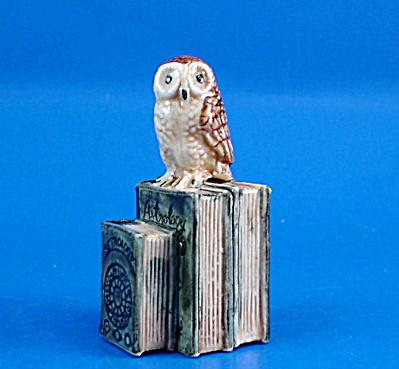 K419 Owl with Zodiac Books (Image1)