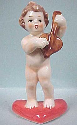 Goebel Child on a Heart (Image1)